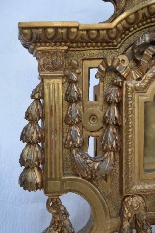 Large gilded wooden element, forming reliquary in its center-3