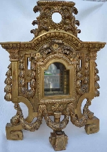 Large gilded wooden element, forming reliquary in its center-1