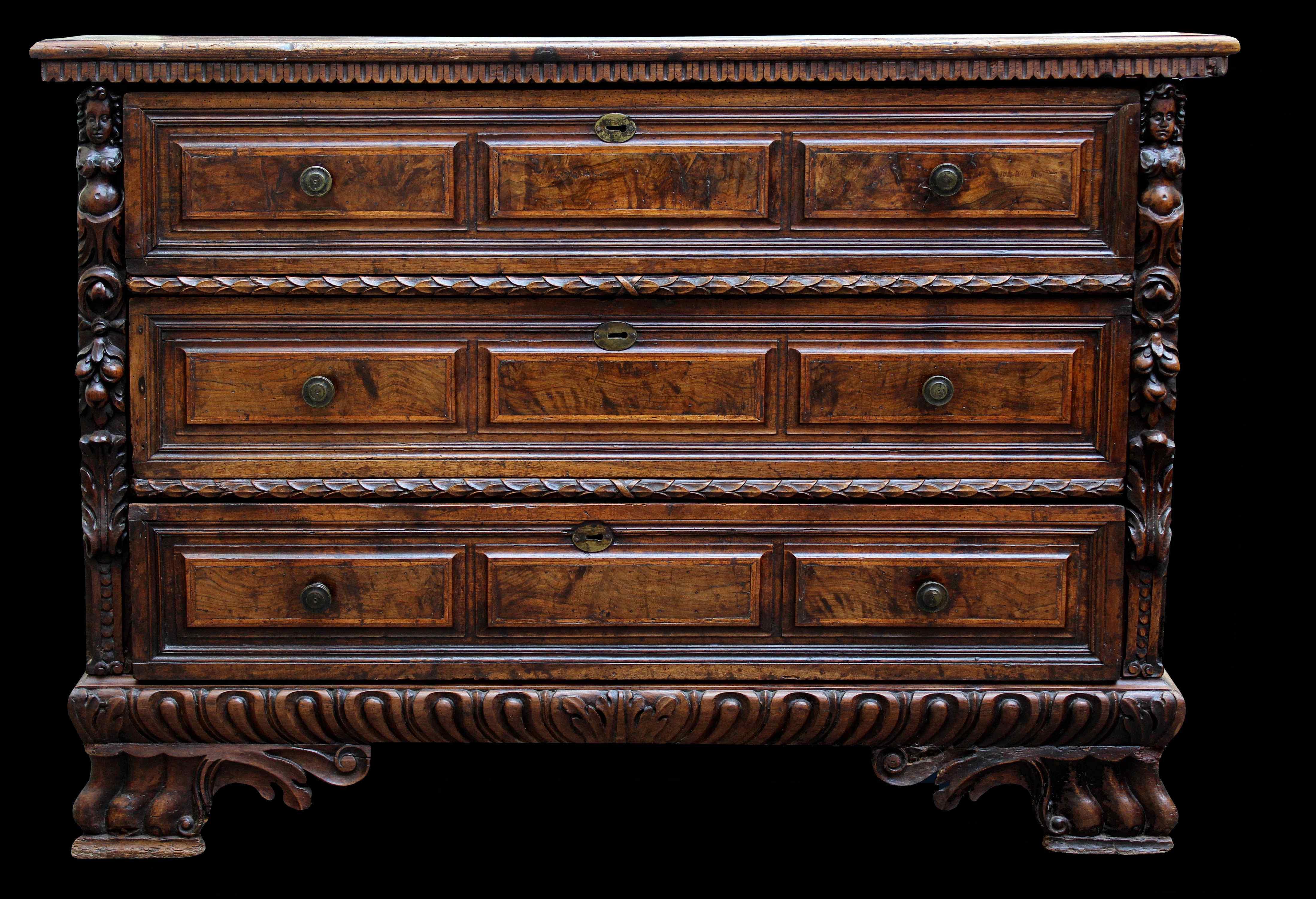 Бергамо, XVII век Walnut Dresser