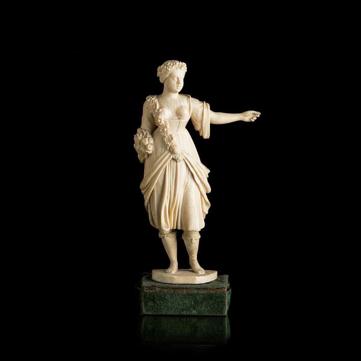 Rare German Sculpture of 800 Sec.XIX Ivory
