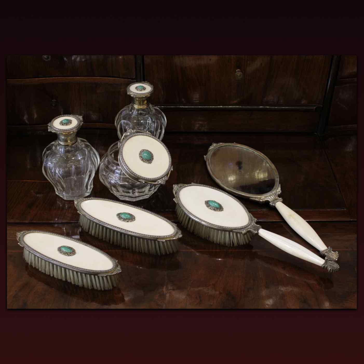 Set da toilette in malachite, avorio e argento