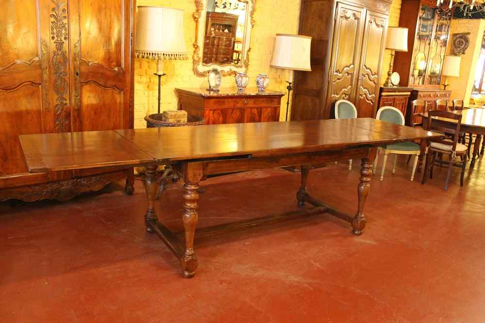 french Extending Table with turned Legs