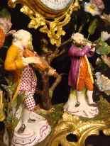 Pendule Louis XV aux fleurs de porcelaine-5