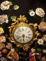 Pendule Louis XV aux fleurs de porcelaine-7