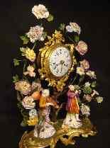Pendule Louis XV aux fleurs de porcelaine-2