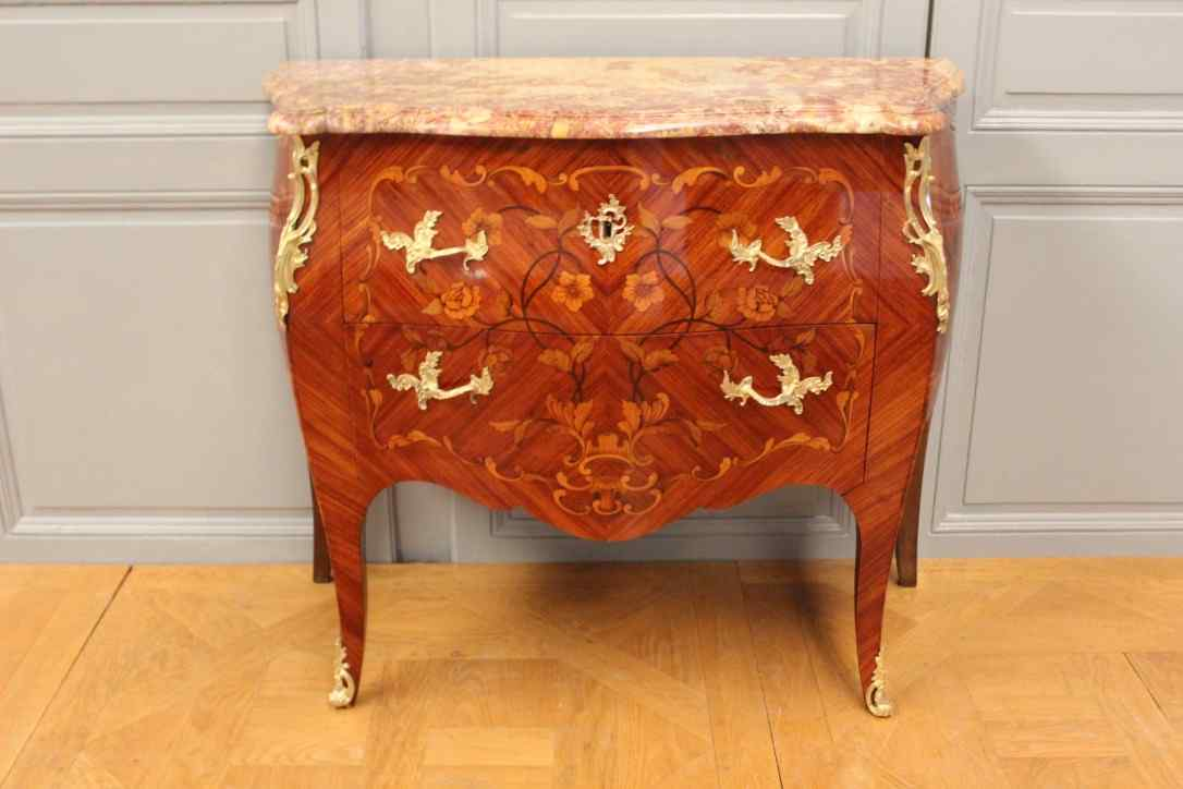 Louis XV style chest of drawers in marquetry