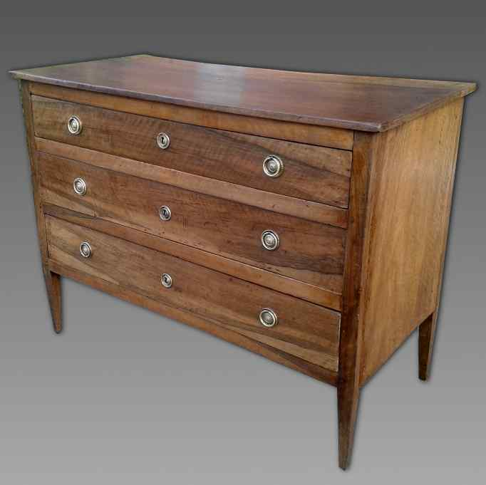 Antique Commode Chest of drawers in walnut - Italy 18th cent