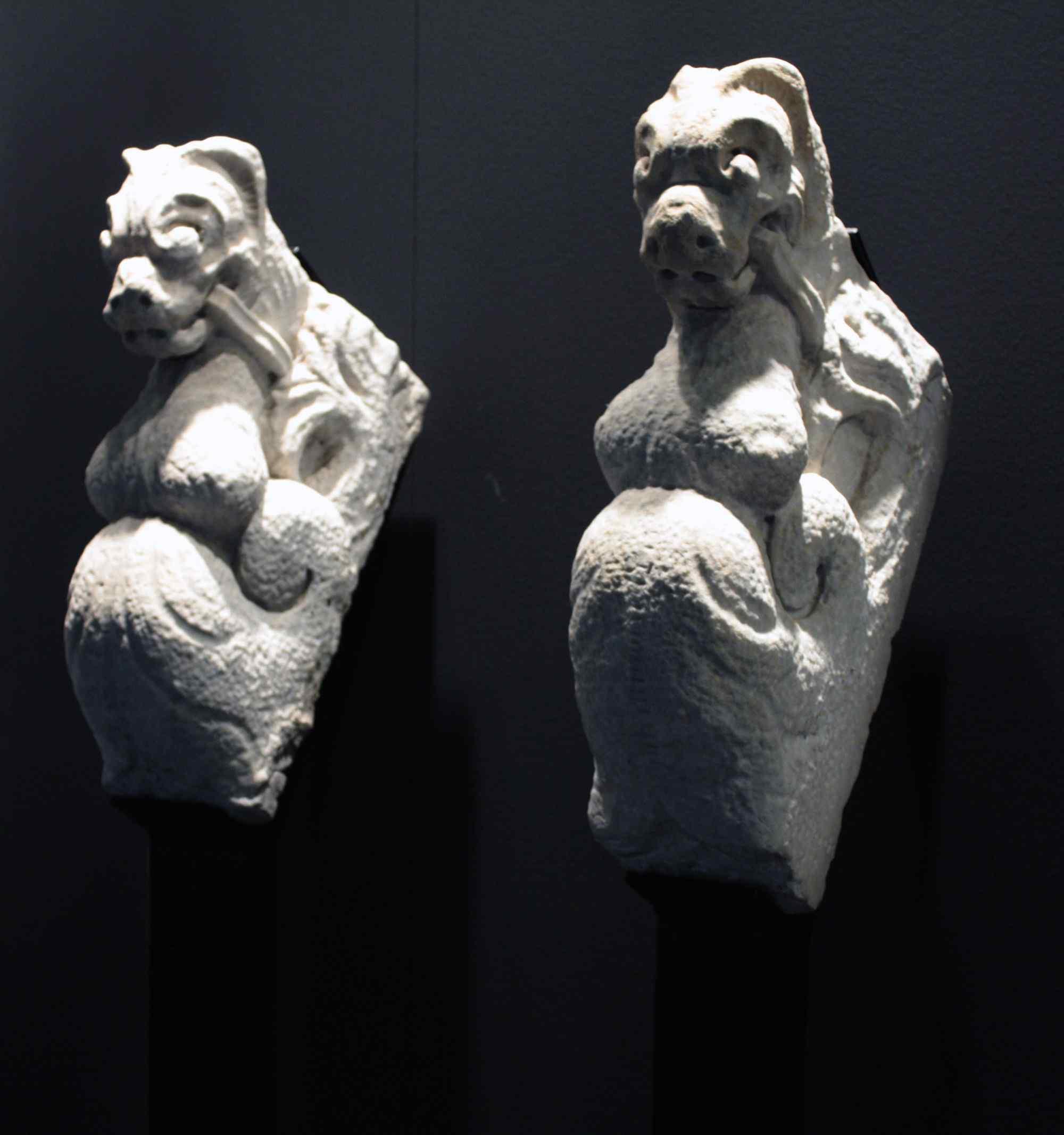 Coppia Cariatidi in marmo sec. XV