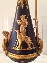 Coppia di eleganti brocche in bronzo verso il 1840-11