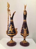 Coppia di eleganti brocche in bronzo verso il 1840-6
