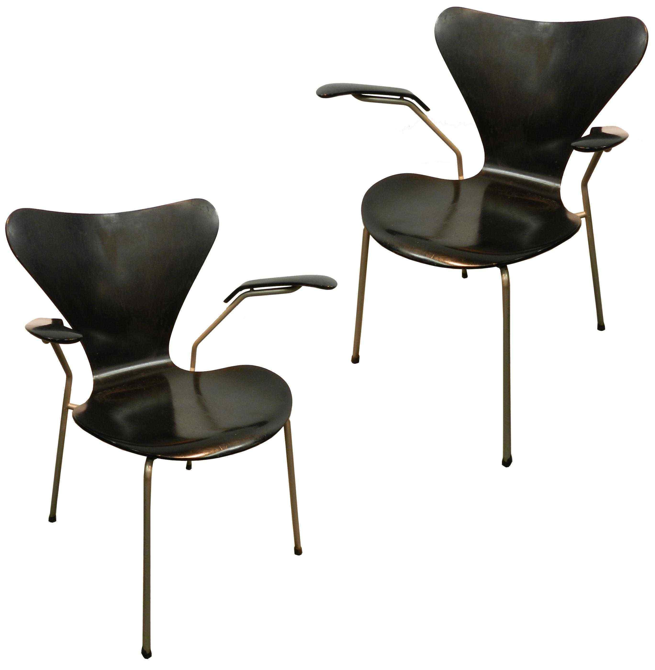 Arne Jacobsen, coppia di sedie, 1955