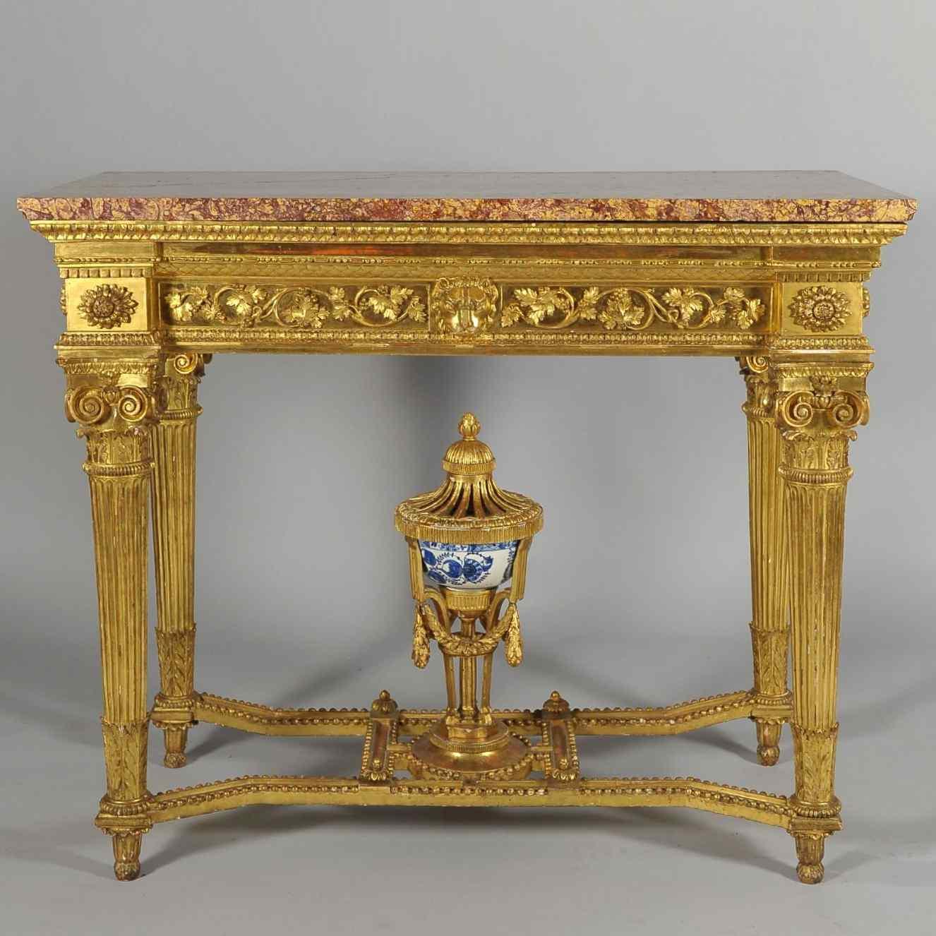Console de la fin du 18e siècle en bois et porcelaine