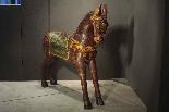 sculpture cheval en bois peint-1