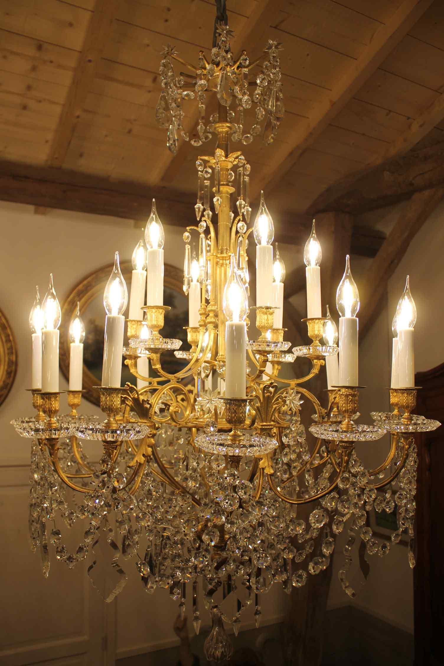 Lustre en bronze et Cristal de Baccarat à 18 lumières, XIXè