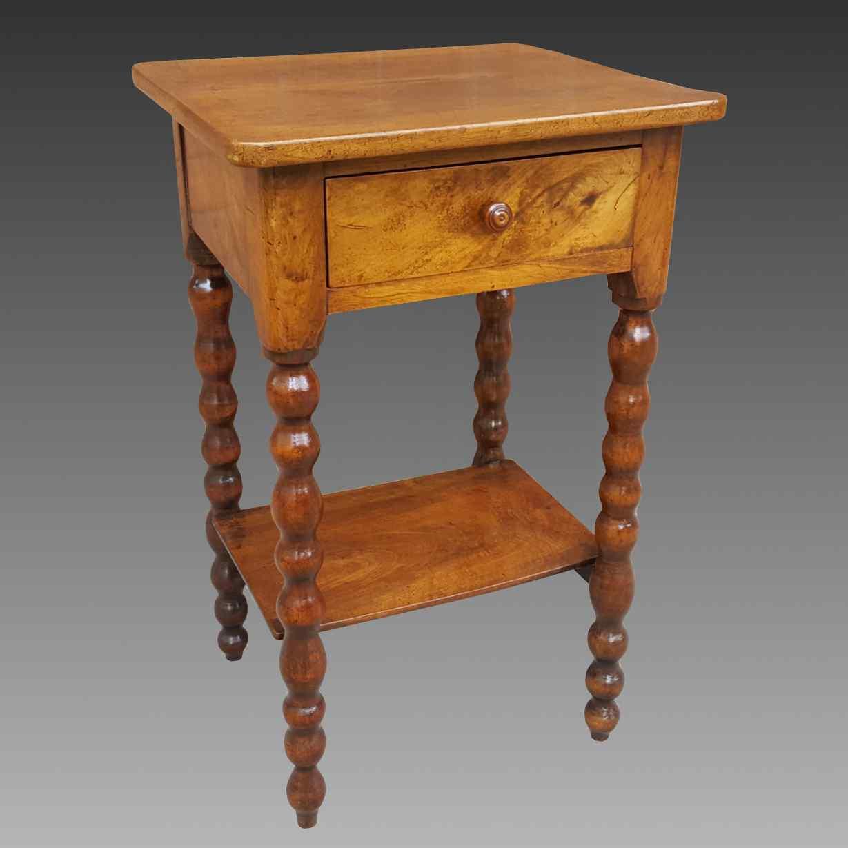 Ancien petite Table Chevet en noyer - 19ème siècle