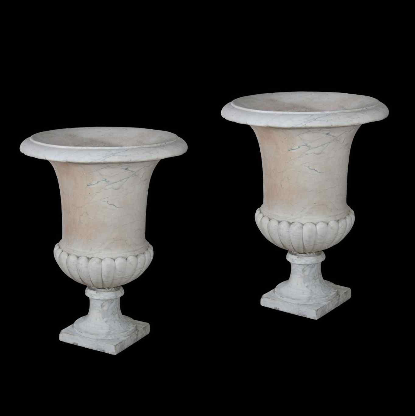 paire de vases en marbre blanc toscane anticswiss. Black Bedroom Furniture Sets. Home Design Ideas