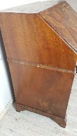 poitrine antique avec la première moitié rabat de 1700 Sec. -1