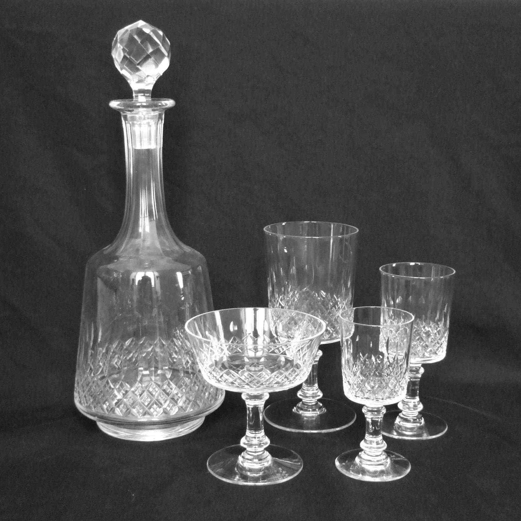 Gruppo di 18 bicchieri francesi in cristallo baccarat for Vendita bicchieri