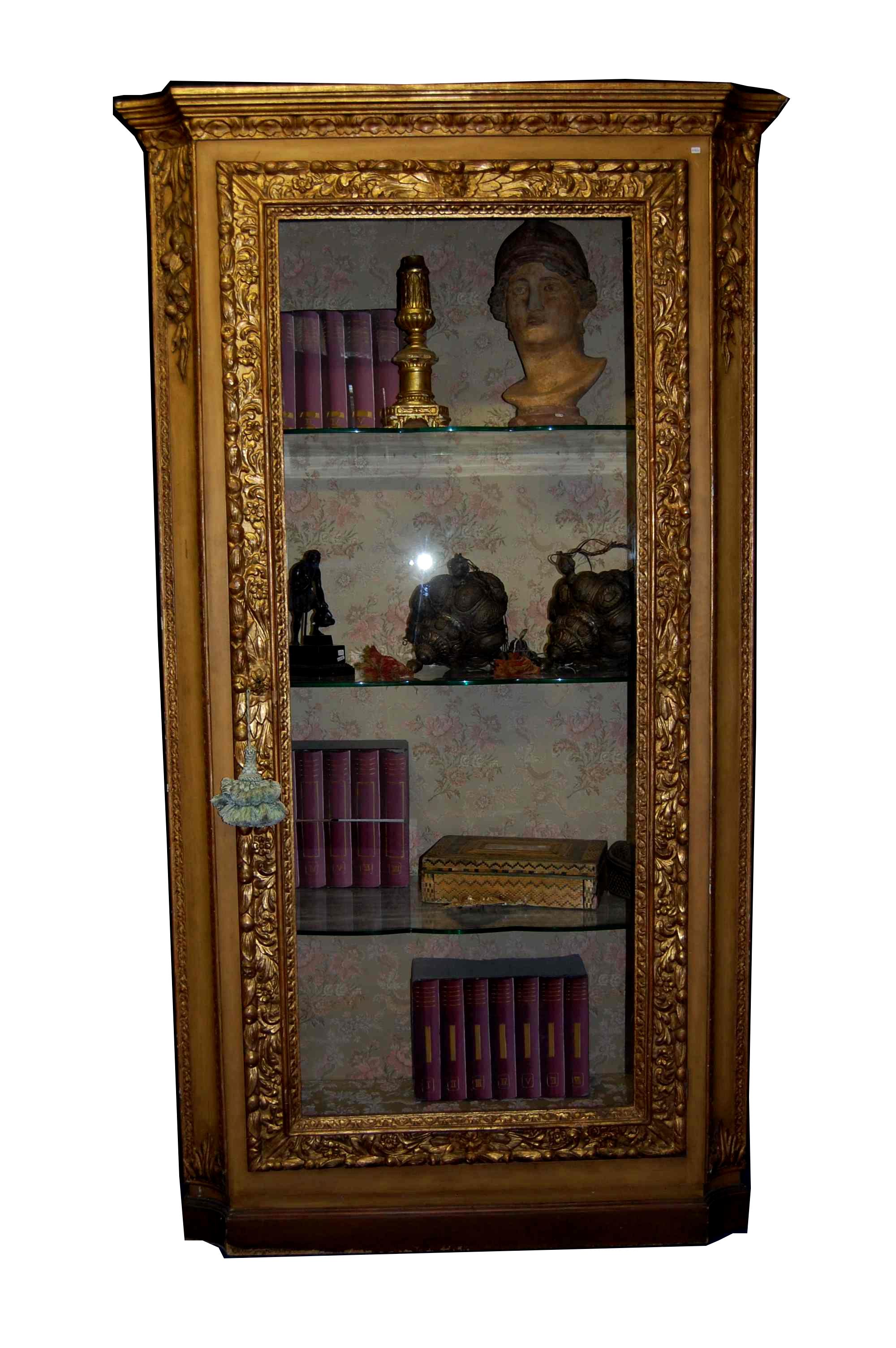 Armoire en bois doré du XIXe siècle