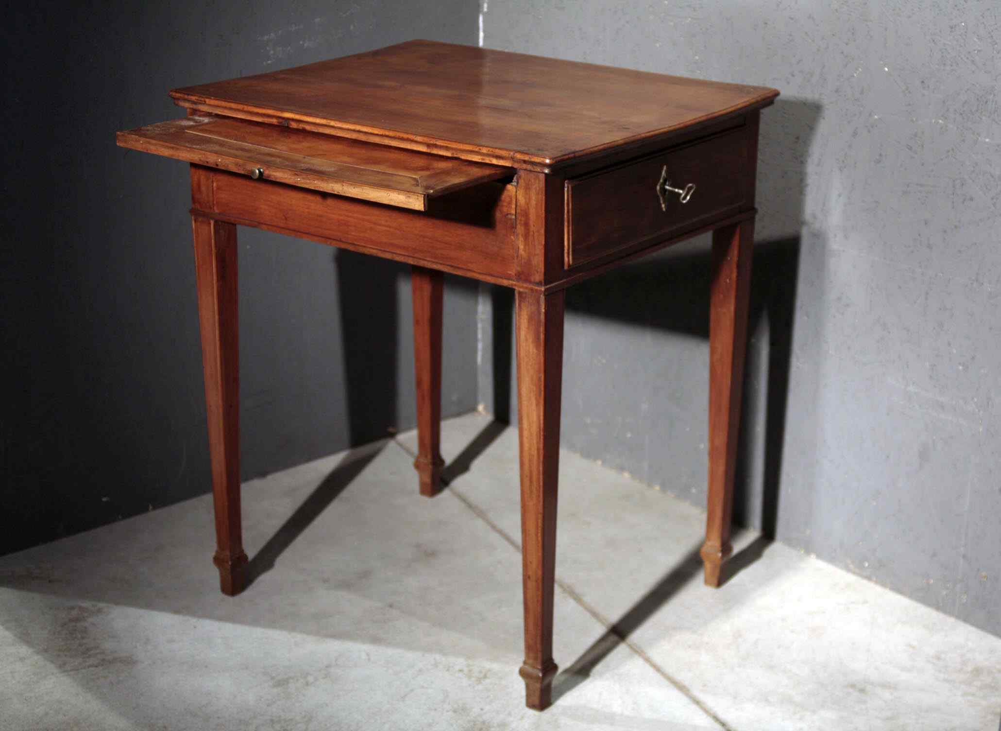 Small desk-table, Veneto, Louis XVI