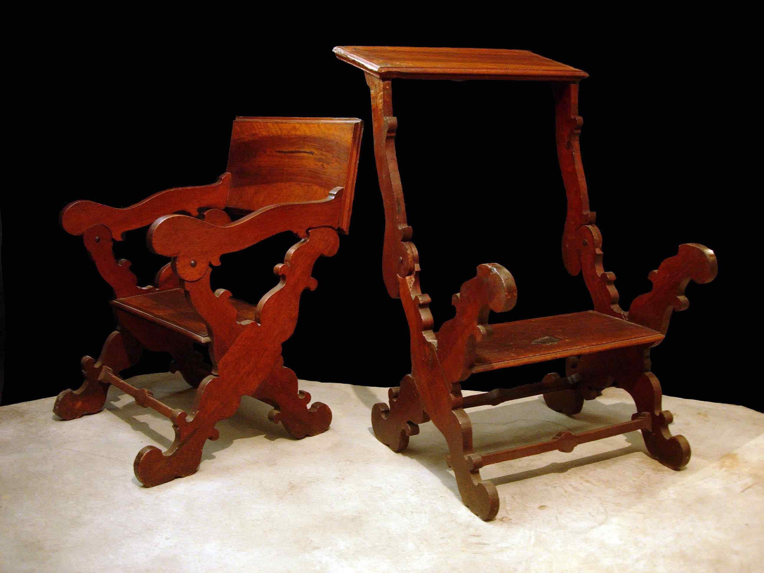 Pair of scissor armchairs, Tuscany, 17th century