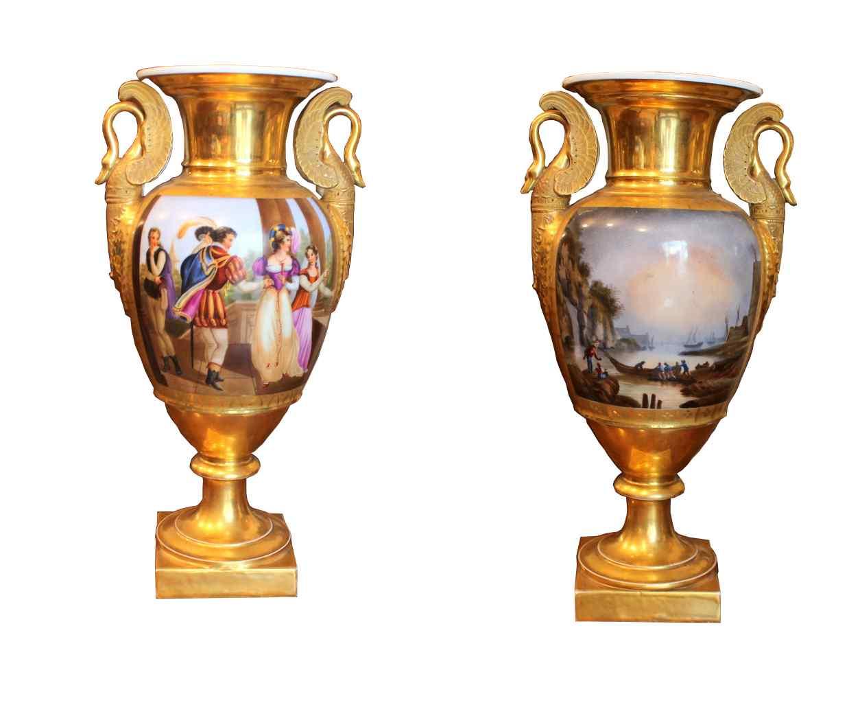 Paire de vases antiques en porcelaine polychrome, XIXème siè