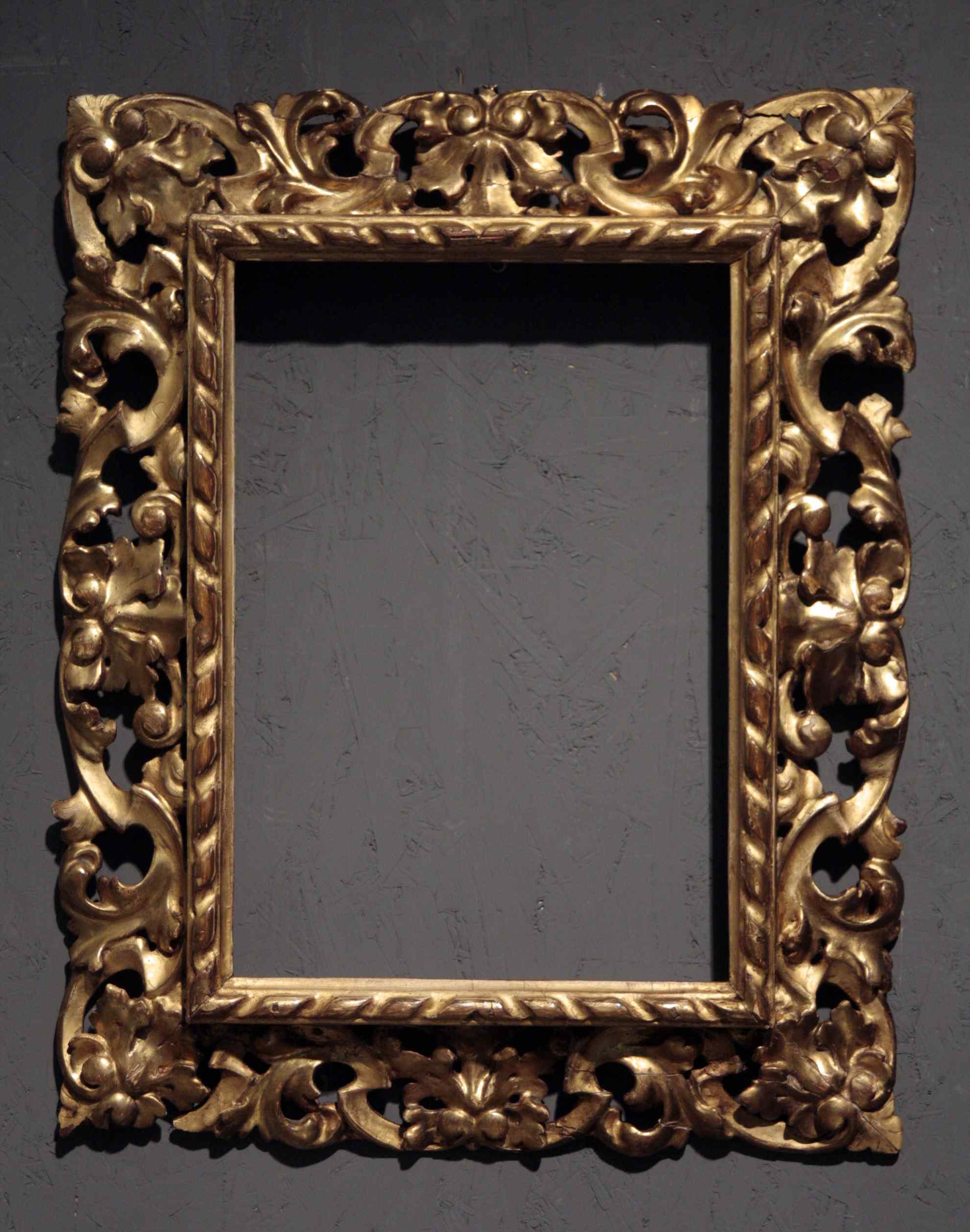 Carved and gilded frame, Tuscany, end of the century XVIII