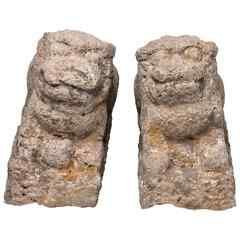 Coppia di antichi leoni in pietra