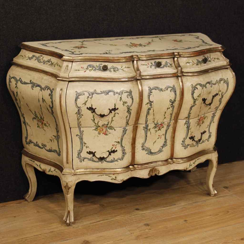 Commode vénitienne laquée, peinte et argentée